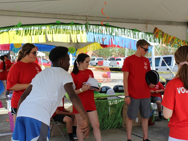 durr volunteers hand out prizes to special olympic athletes